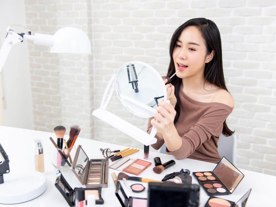 Ciri makeup kedaluwarsa