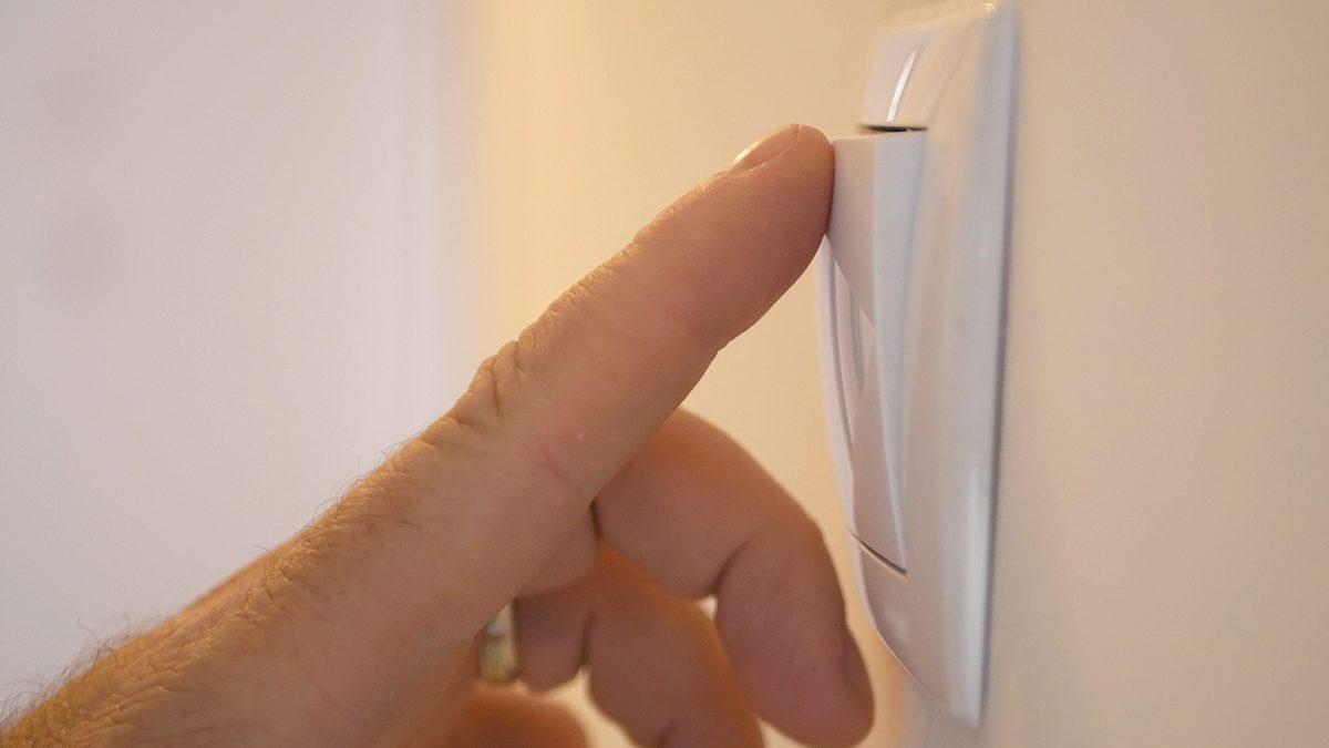 Tips hemat listrik di rumah