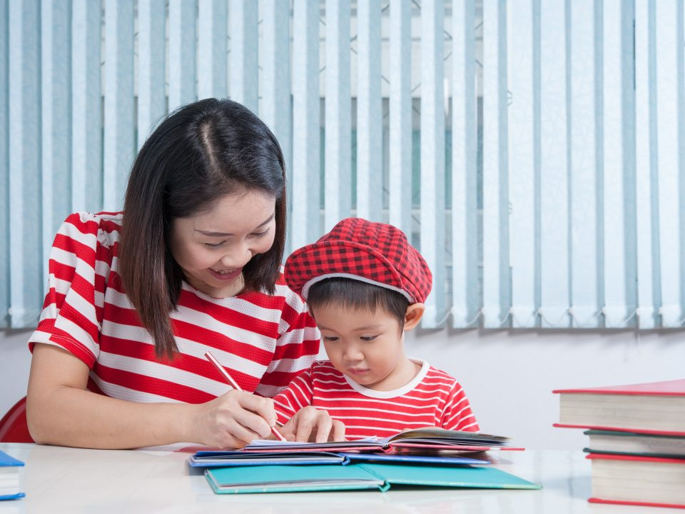 Tips menemani anak belajar di rumah