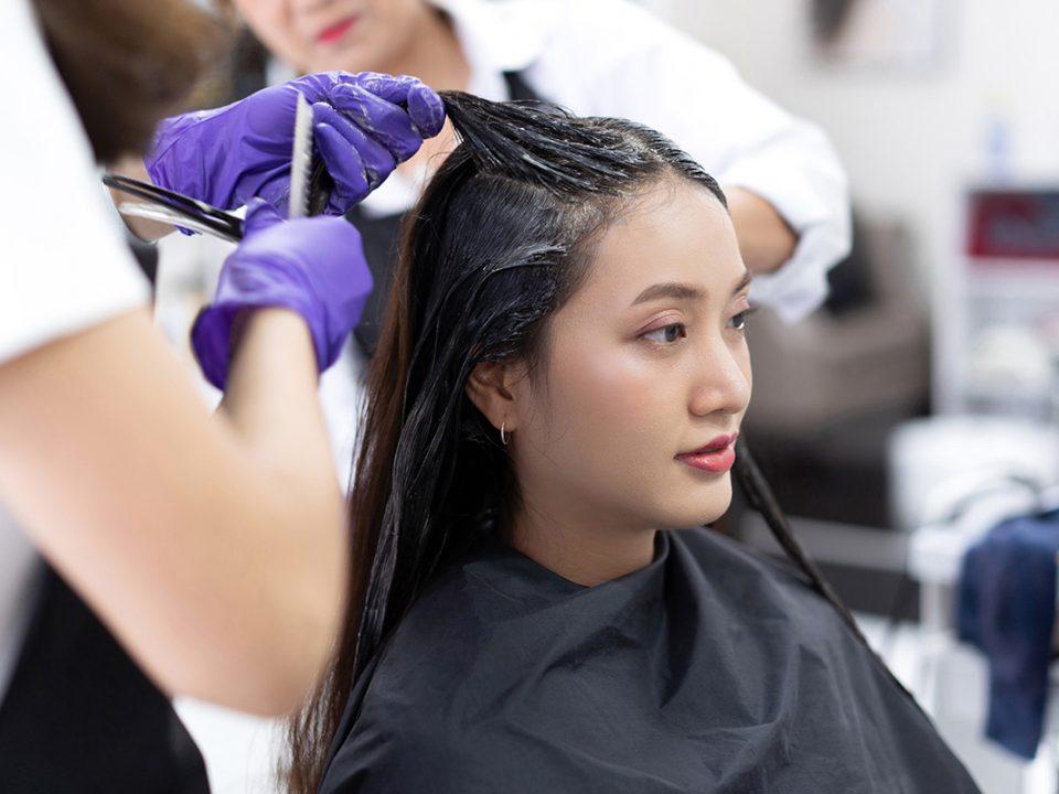 Penyebab rambut rusak karena cat rambut dan bleaching