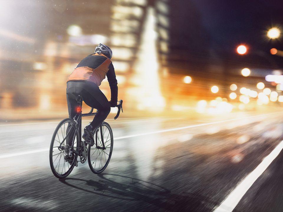 Bersepeda di malam hari