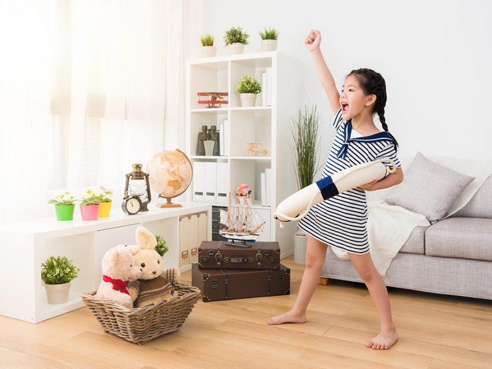 Bermain peran permainan anak di rumah