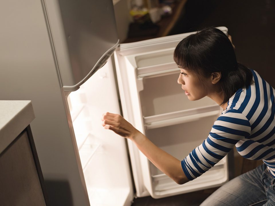 Cara alami menghilangkan bau tidak sedap pada kulkas