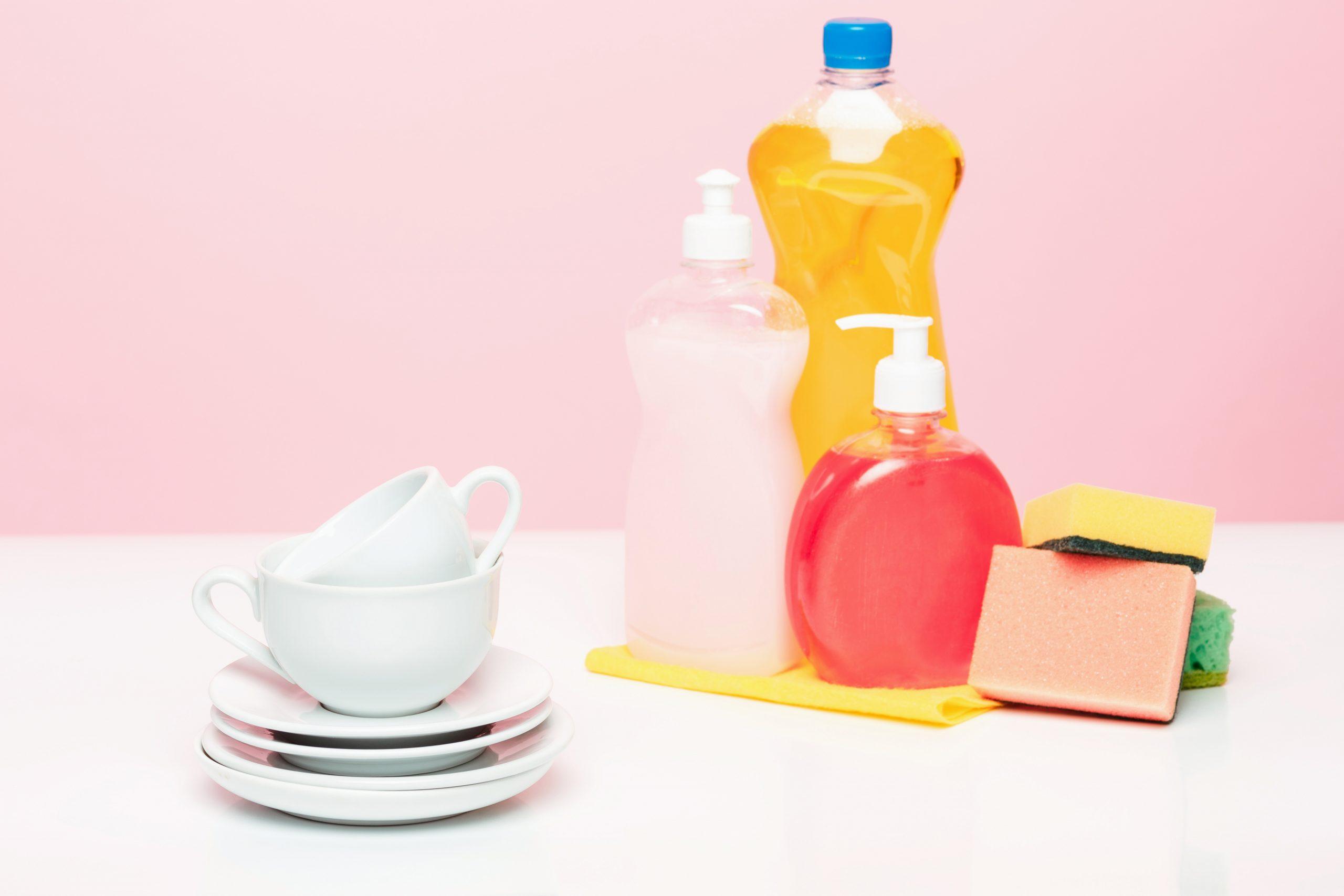 Sabun cuci piring untuk mengatasi tangan pedas
