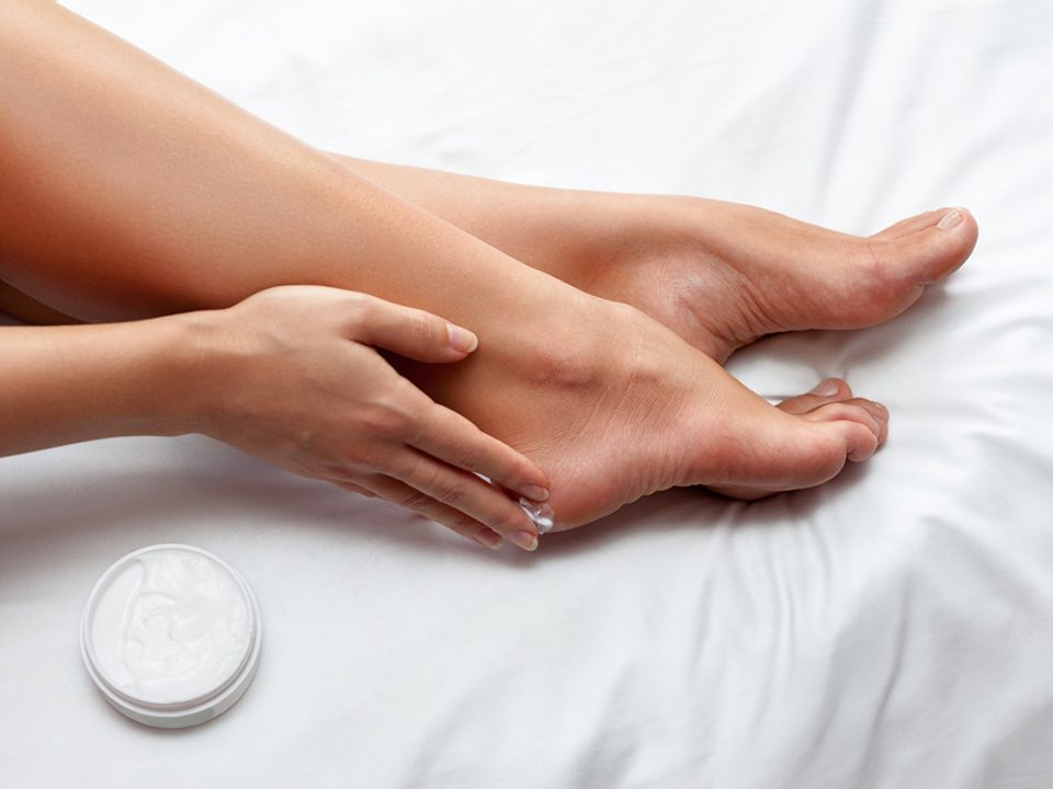 cara menghaluskan telapak kaki