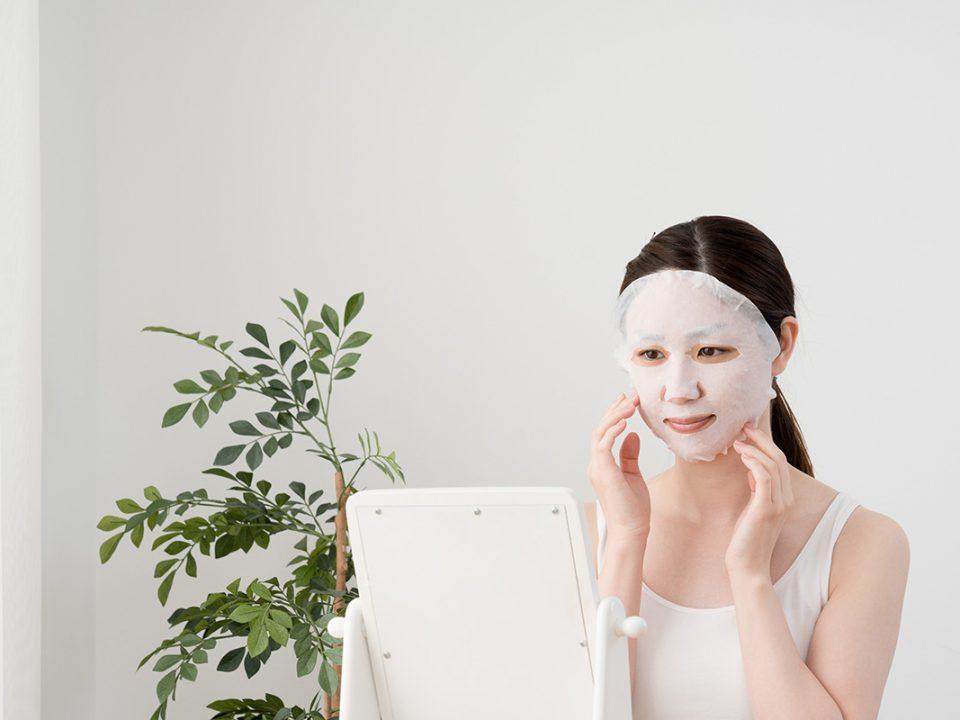 Sheet mask untuk wajah mulus