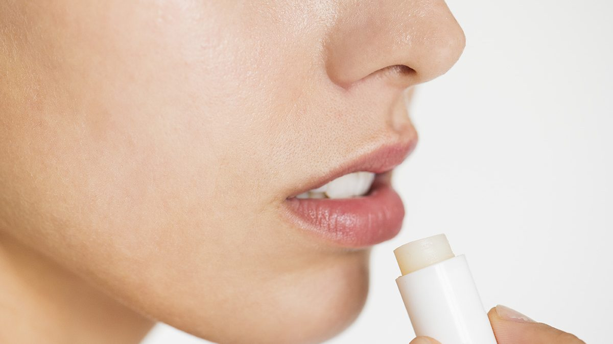Ini 5 Rekomendasi Lip Balm untuk Bibir Kering - Berkeluarga