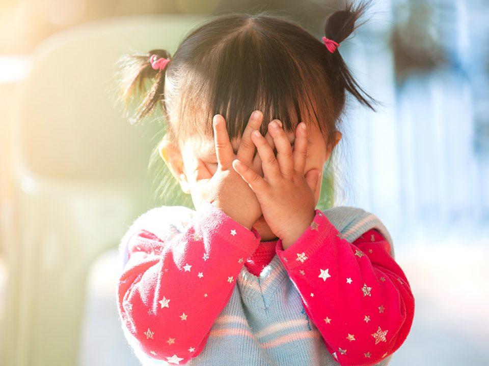 Cara mengatasi anak pemalu