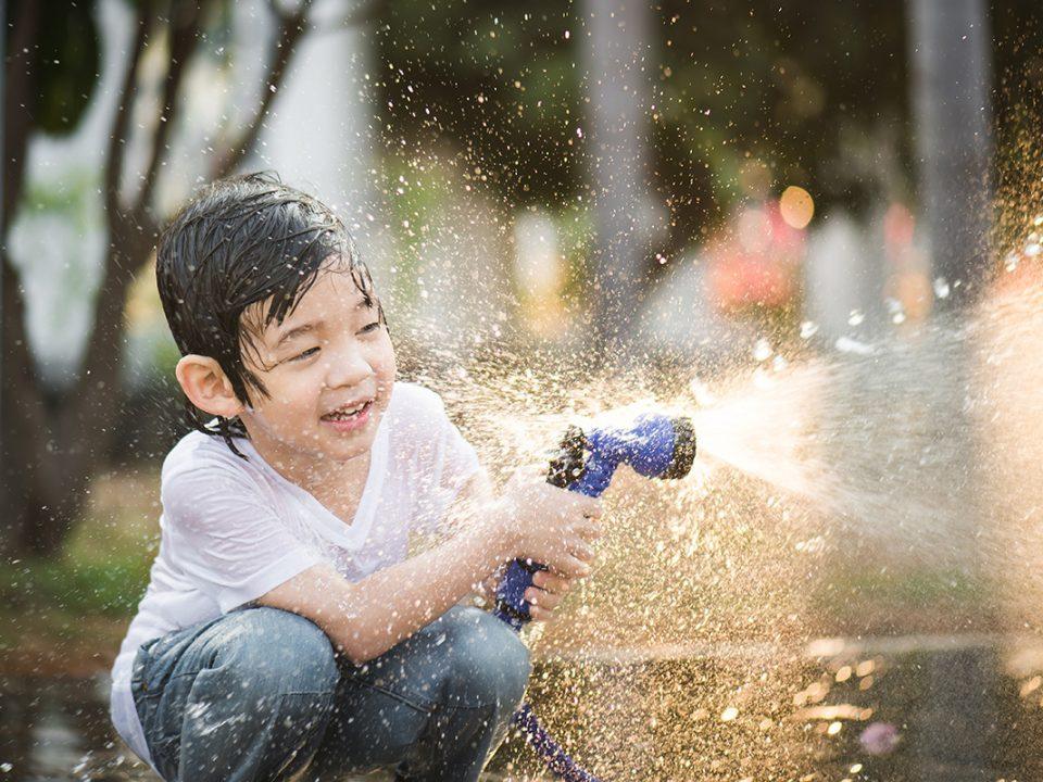 Manfaat anak bermain air