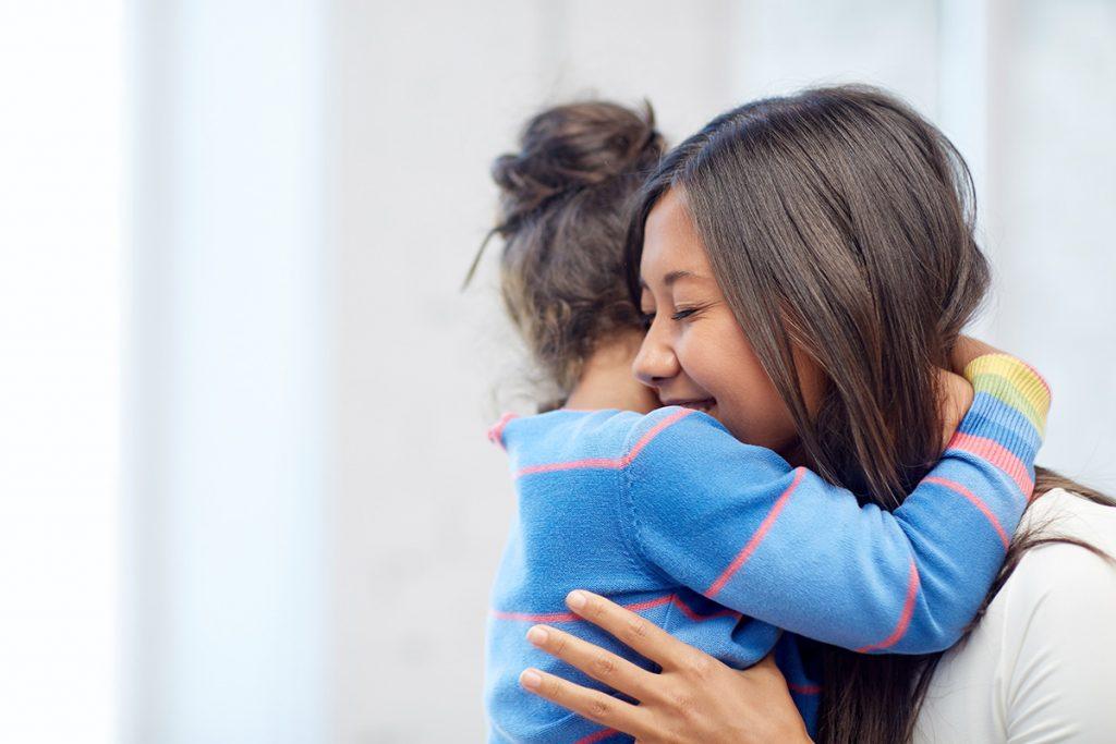 4 Manfaat Memeluk Anak Salah Satunya Bikin Anak Pintar Berkeluarga