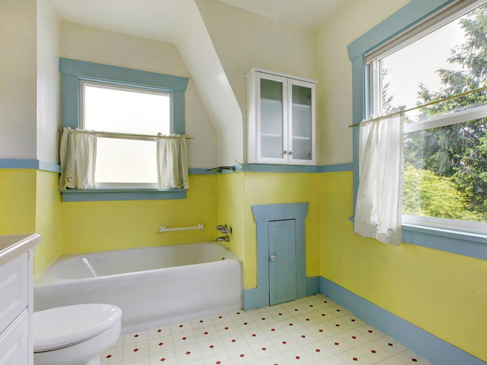 Cara menghilangkan bau kamar mandi
