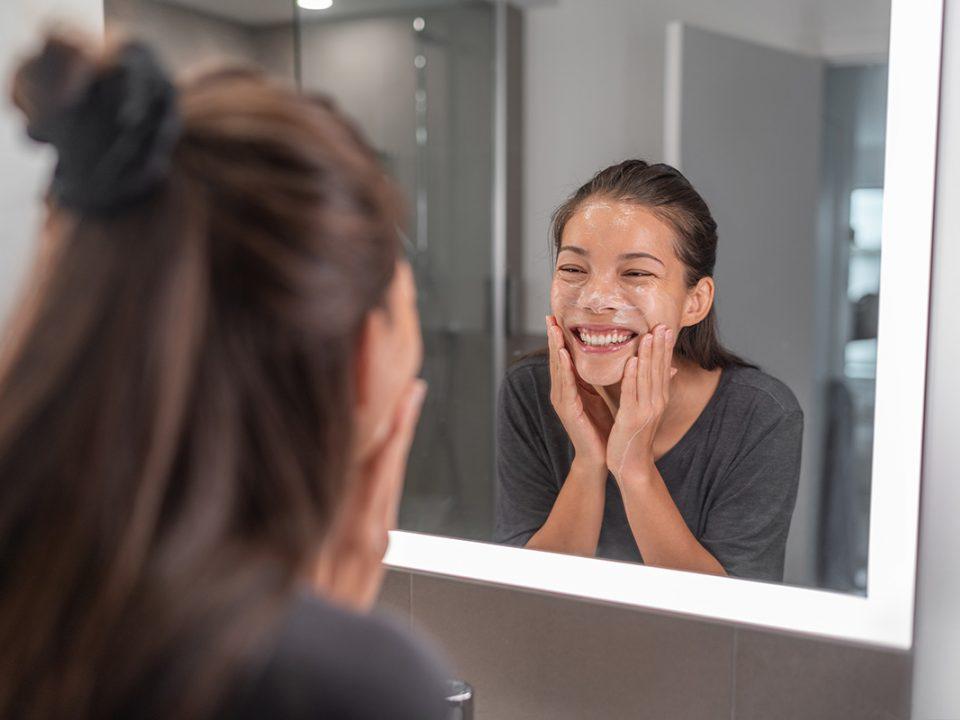 Cuci muka untuk mencegah breakout wajah