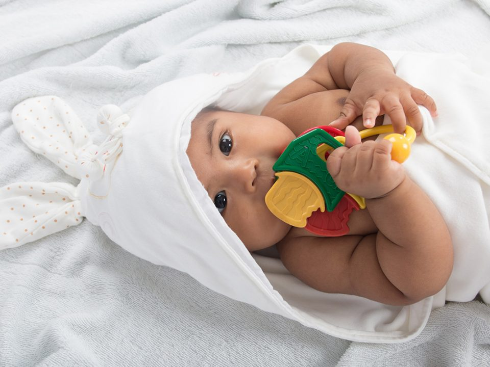 Tips memilih teether untuk bayi