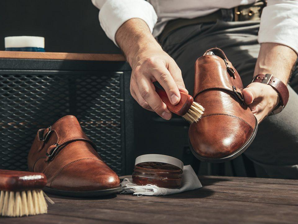 Merawat sepatu kulit