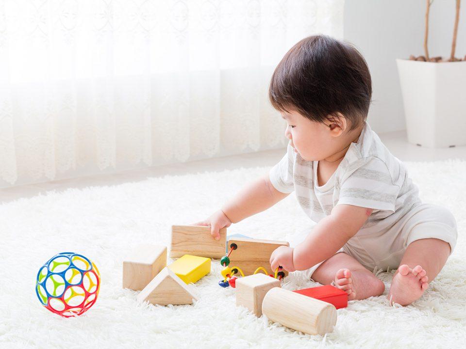 Permainan sentuh dan tebak anak di rumah