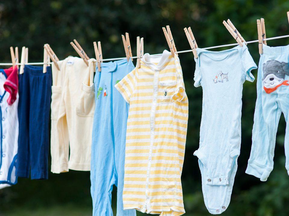 Mencuci Baju Bayi