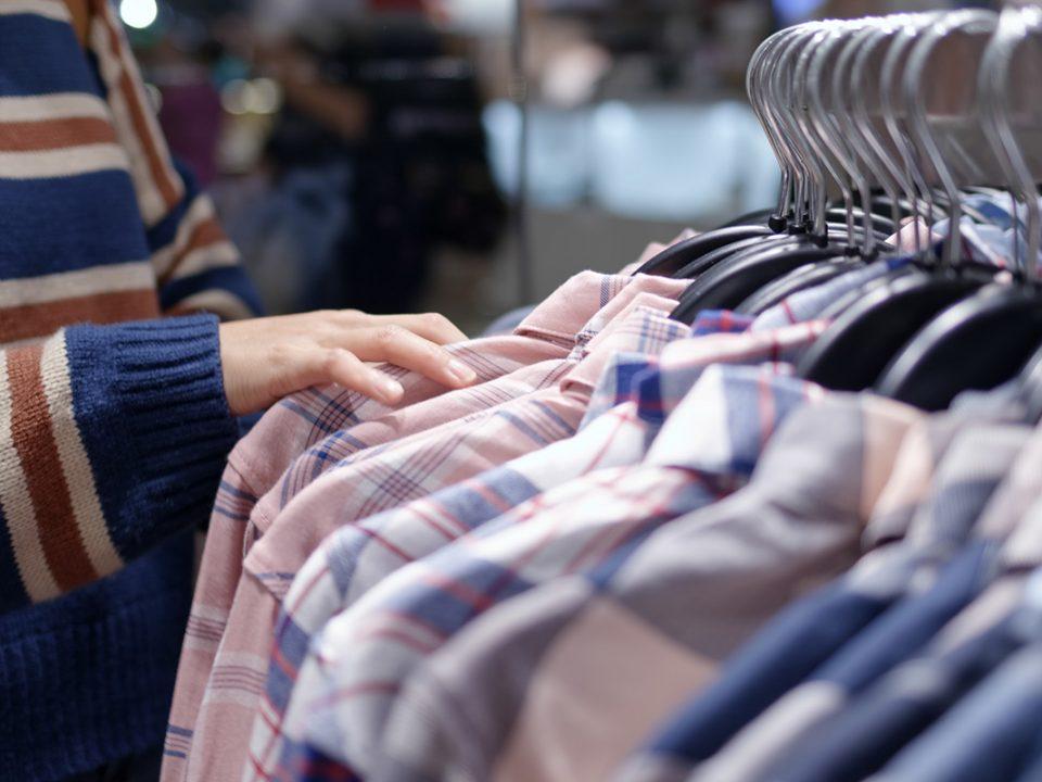 Membeli Baju Thrift
