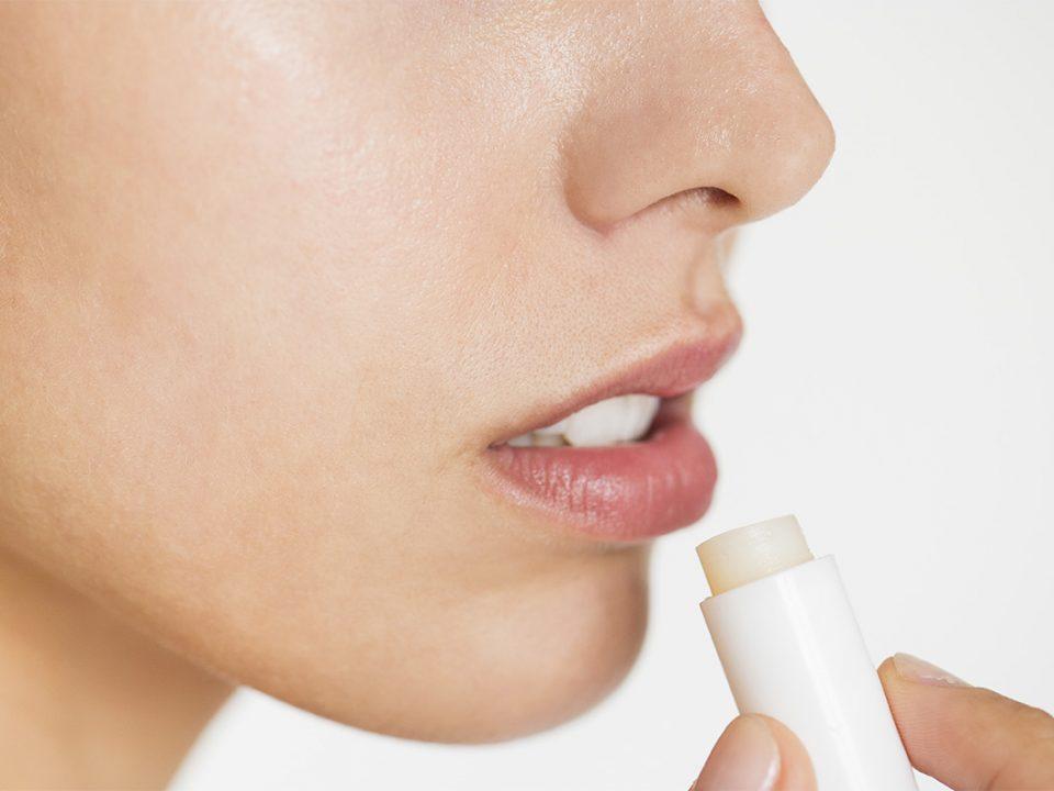 Lindungi bibir dengan lip balm