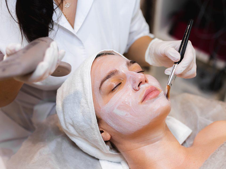 Perawatan Wajah di Salon