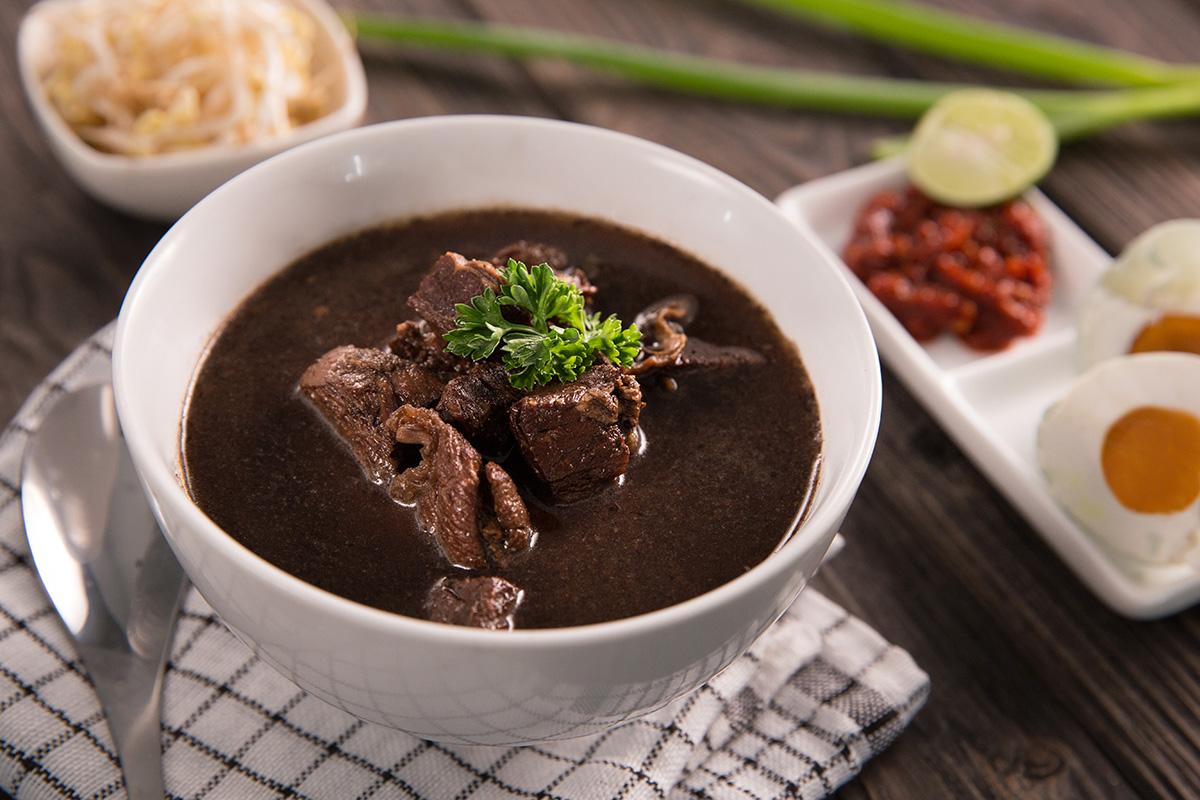 Rawon makanan khas Indonesia Jawa Timur