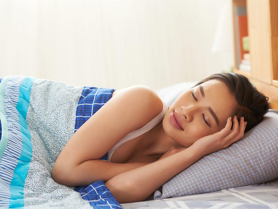 Tidur lampu menyala